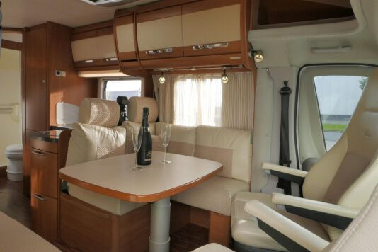 Hymer  T 654 SL Gold Edition  laag bed, incl. luchtvering 17