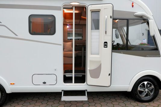 Hymer B 574 / 588 DynamicLine 180 PK AUTOMAAT, MAXI chassis, enkele bedden 11