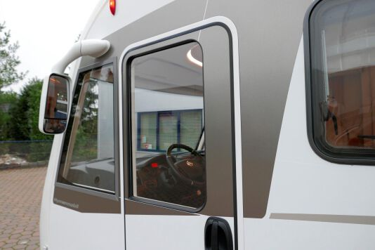 Hymer B 574 / 588 DynamicLine 180 PK AUTOMAAT, MAXI chassis, enkele bedden 15