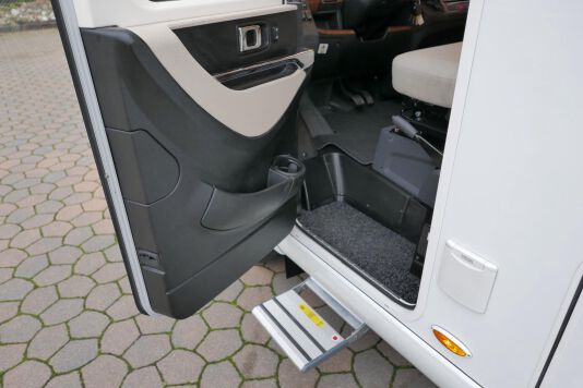 Hymer B 574 / 588 DynamicLine 180 PK AUTOMAAT, MAXI chassis, enkele bedden 16