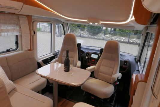 Hymer B 574 / 588 DynamicLine 180 PK AUTOMAAT, MAXI chassis, enkele bedden 20