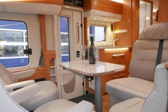 Hymer B 574 / 588 DynamicLine 180 PK AUTOMAAT, MAXI chassis, enkele bedden 23