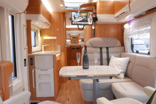 Hymer B 574 / 588 DynamicLine 180 PK AUTOMAAT, MAXI chassis, enkele bedden 24
