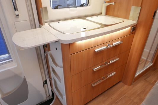 Hymer B 574 / 588 DynamicLine 180 PK AUTOMAAT, MAXI chassis, enkele bedden 27