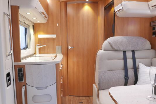 Hymer B 574 / 588 DynamicLine 180 PK AUTOMAAT, MAXI chassis, enkele bedden 30