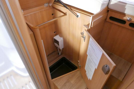 Hymer B 574 / 588 DynamicLine 180 PK AUTOMAAT, MAXI chassis, enkele bedden 35