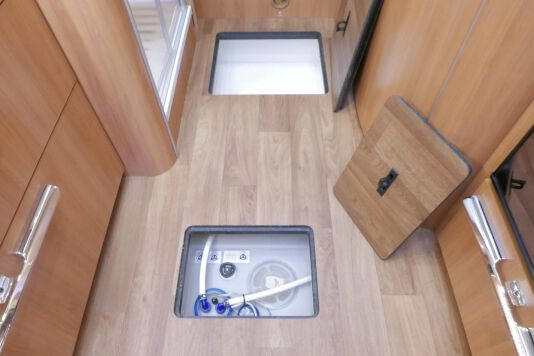Hymer B 574 / 588 DynamicLine 180 PK AUTOMAAT, MAXI chassis, enkele bedden 43
