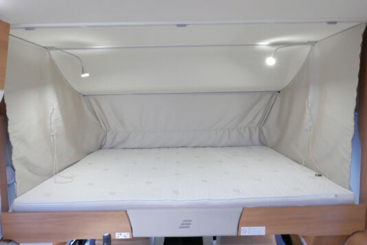 Hymer B 574 / 588 DynamicLine 180 PK AUTOMAAT, MAXI chassis, enkele bedden 46
