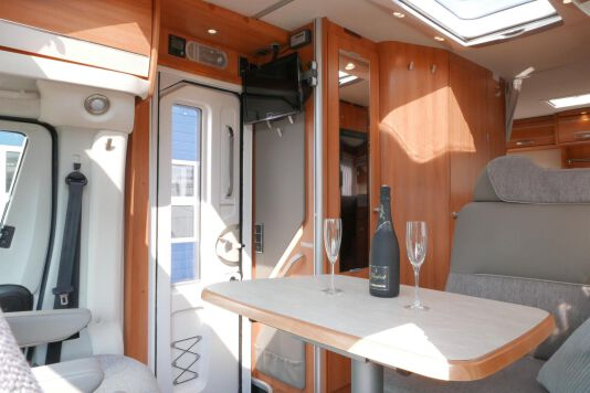 Hymer T 568 SL 3.0 177 pk AUTOMAAT, LEVELSYSTEEM, Maxi chassis 25