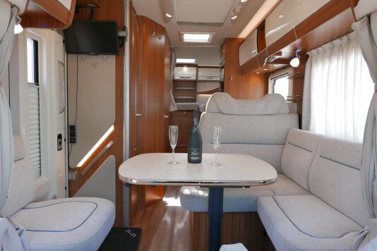 Hymer T 588 SL AL-KO chassis, AUTOMAAT, lengte bedden 27